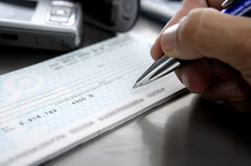 4 Smart Ways To Cash Personal Checks In 2019